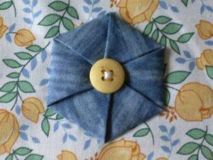 Цветы из джинсовой ткани. Цветы из ткани мастер класс